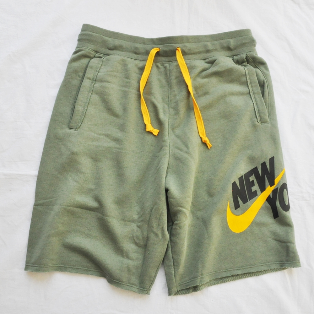NIKE/ナイキ NIKE SPORTS WEAR NEW YORK LOOSE FIT SWEAT SHORTS OLIVE NYC LIMITED | ストリートスタイルのセレクトストア | TUNNEL STORE - トンネルストア