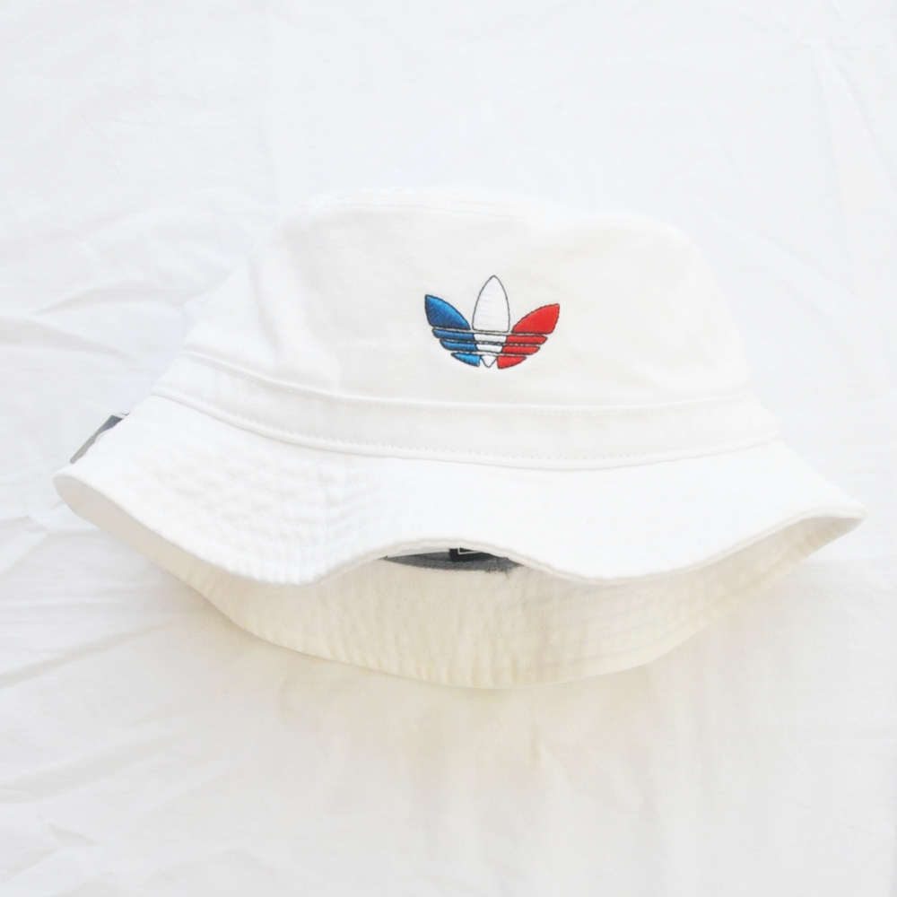 ADIDAS/アディダス TRICOLORE TREFOIL LOGO BUCKET HAT WHITE